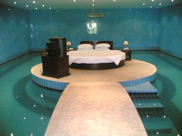 غرف نوم بمسبح   عالم حواء